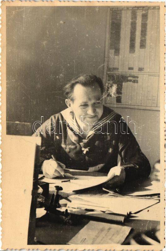 Sailor at work, photo, Tengerész munkában, fotó