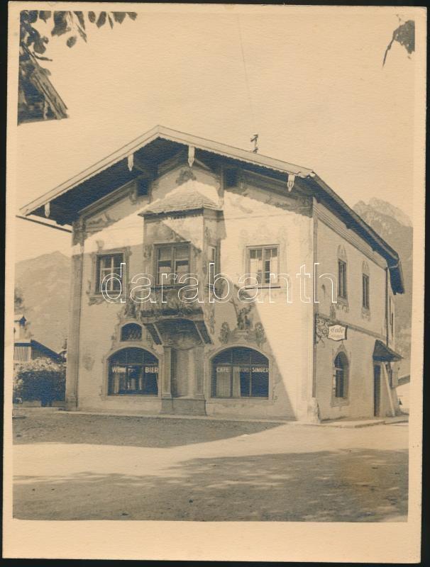cca 1935 Thöresz Dezső (1902-1963):Kávéház és söröző az Alpok közelében, jelzés nélküli vintage fotó a szerző hagyatékából, 24x18 cm