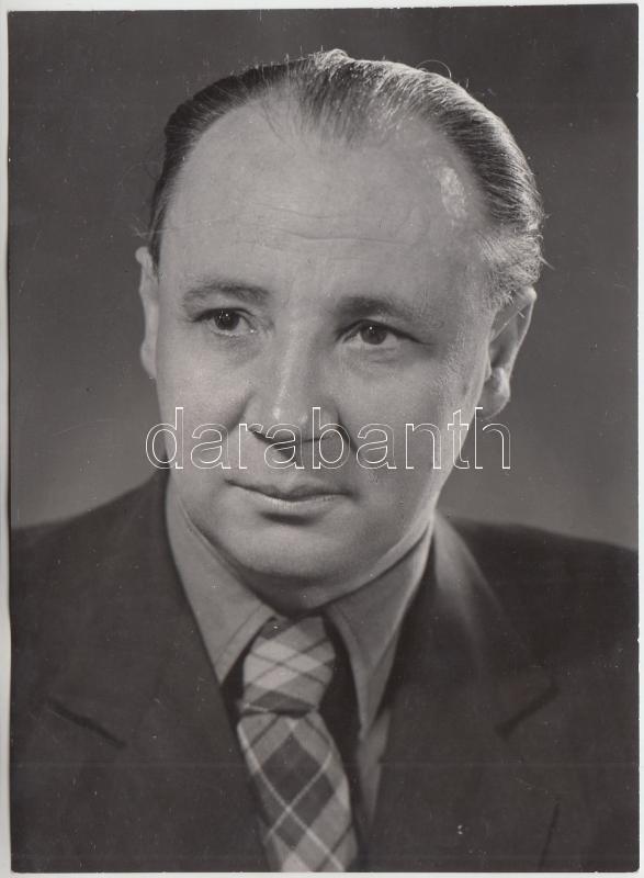 cca 1960 Földes Mihály (1905-1984) író, újságíró, országgyűlési képviselő, Zinner Erzsébet portréfelvétele, pecséttel jelzett, feliratozott, 18x13 cm