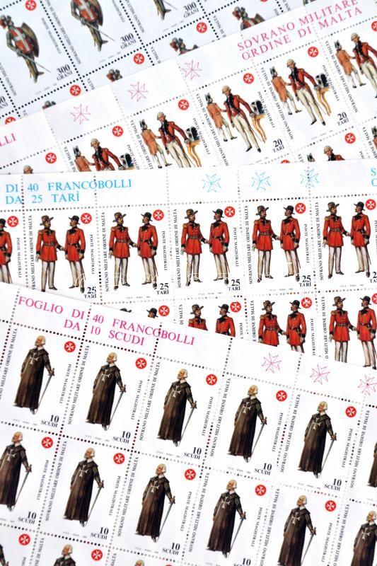 Egyenruhák sor (4 érték) teljes ívekben, Costumes set complete sheets
