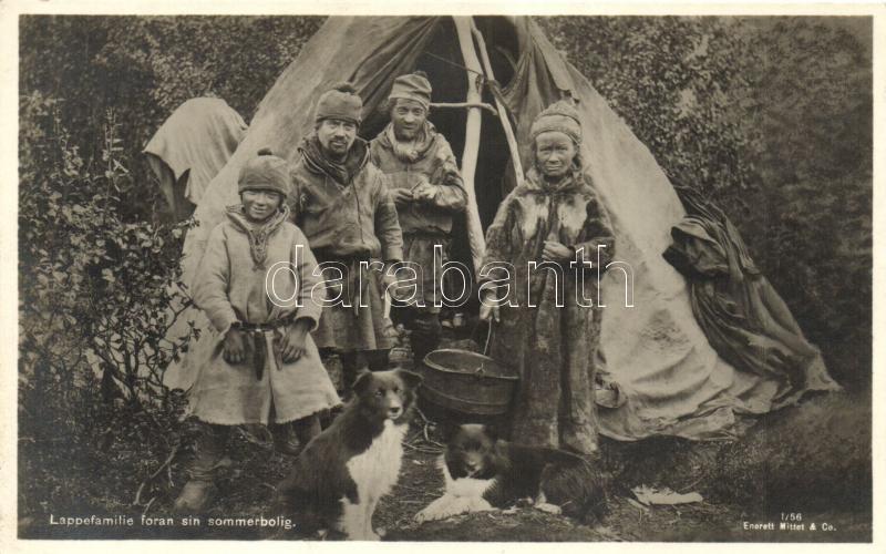 Lappefamilie foran sin sommerbolig / Lapp Family in front of his summer residence, folklore, Lapp család nyári rezidenciája előtt, folklór, kutyák