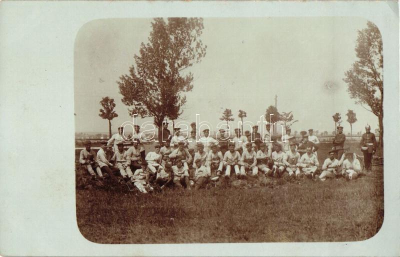 World War I German soldiers during mealtime, group photo, I. világháborús német katonák ebéd közben, fotó