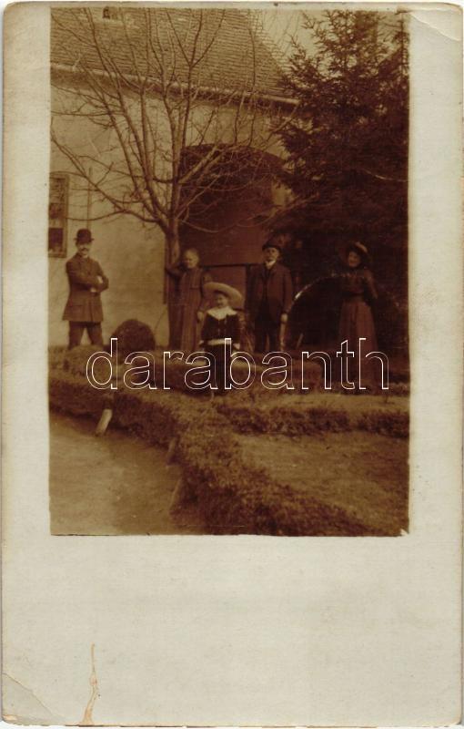 1909 Zalaegerszeg, család a ház előtt, photo