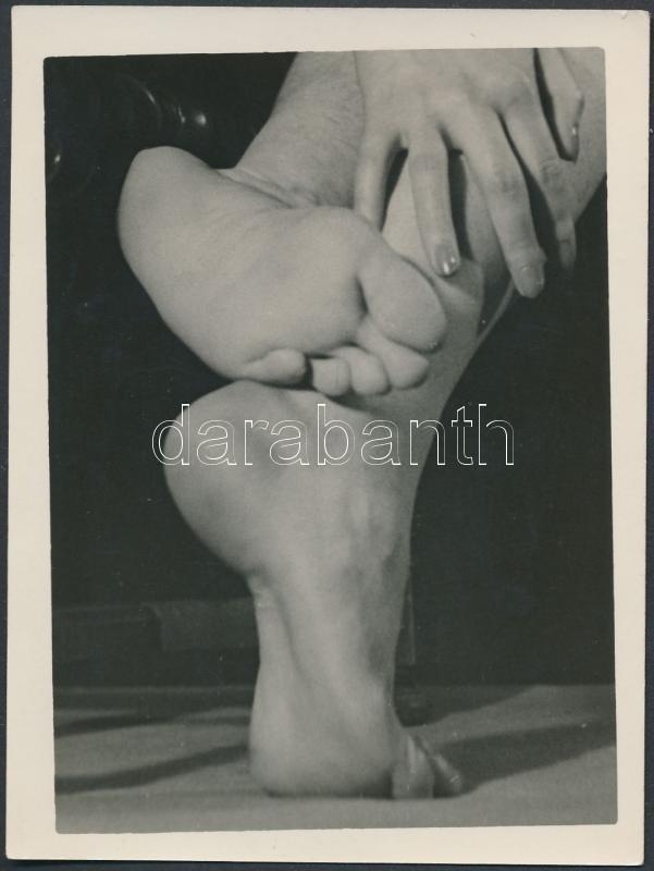 cca 1960 Táncos lábak, jelzés nélküli vintage fotó, 12x9 cm