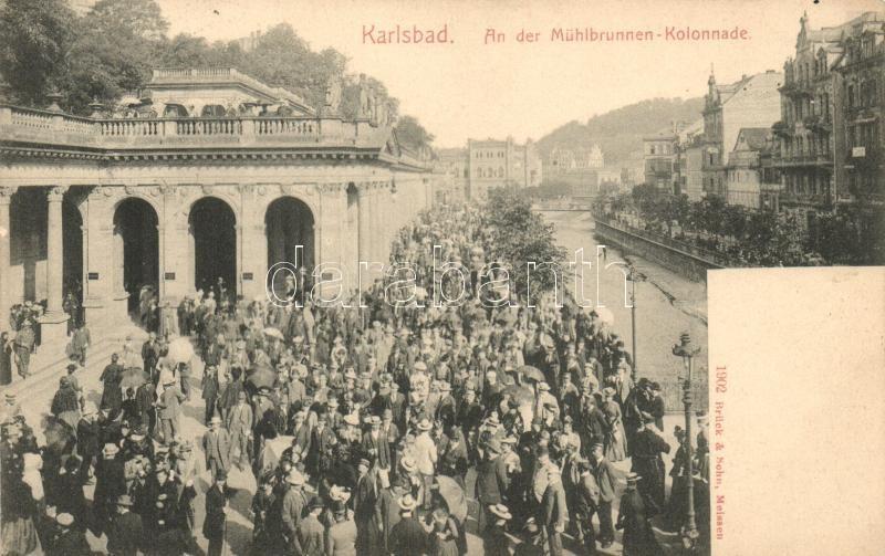 Karlovy Vary, An der Mühlbrunnen-Kolonnade / promenade with mass pedestrian traffic