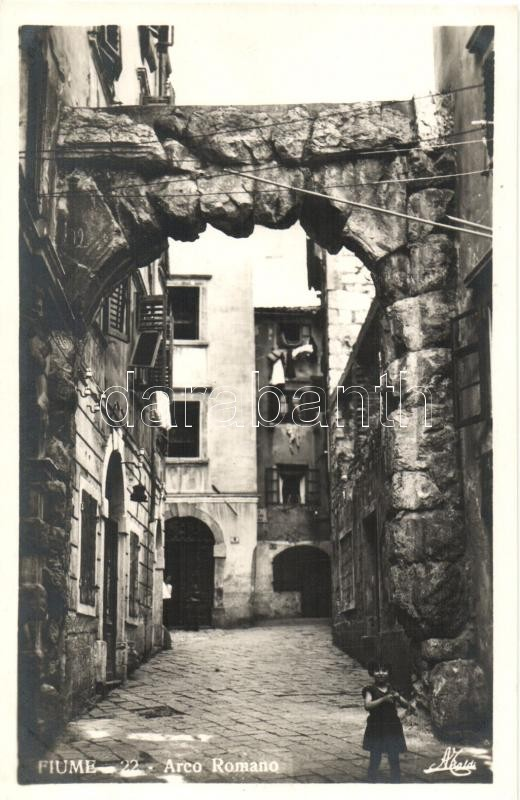 Fiume, Arco Romano / street with Roman Arch