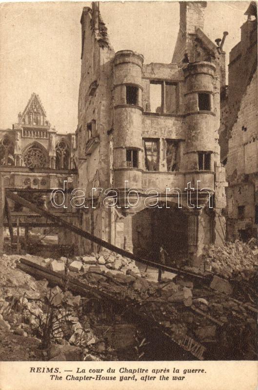 Reims, La cour du Chapitre aprés la guerre / The chapterhouse yard, after the war, WWI, from postcard booklet, Reims, a háború után, képeslapfüzetből