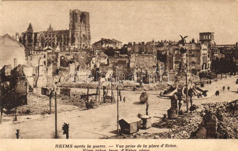 Reims aprés la guerre, Vue prise de la place d'Erlon / After the war, view of the Erlon square, WWI, from postcard booklet, I. világháború, az Erlon tér a háború után, képeslapfüzetből