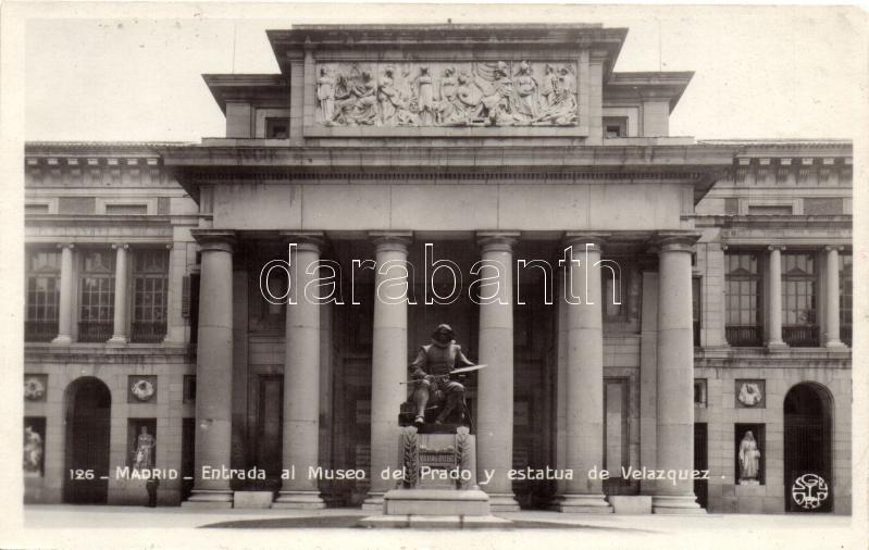 Madrid, Entrada al Museo del Prado y estatua de Velazquez / museum entrance, Velazquez statue