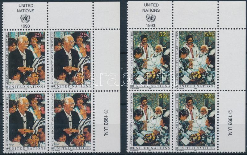 Elders set in corner blocks of 4, Idősek sor ívsarki négyestömbökben
