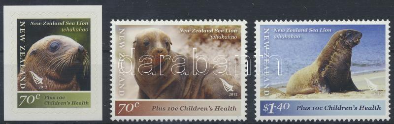 Seal set, with self-adhesive stamp, Fóka sor, közte öntapadós bélyeg