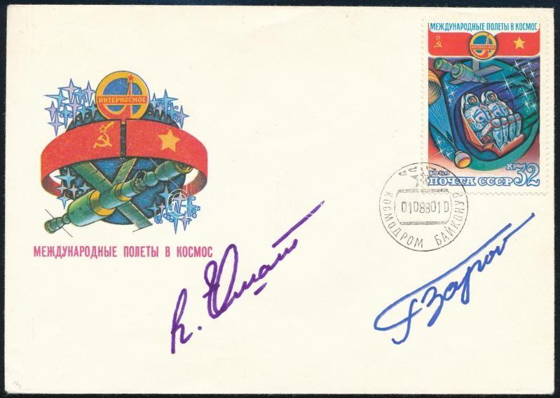 Pham Tuân (1947- ) vietnámi és Viktor Gorbatko (1934- ) szovjet űrhajósok aláírásai emlékborítékon / Signatures of Pham Tuân (1947- ) Vietnamese and Viktor Gorbatko (1934- ) Soviet astronauts on envelope