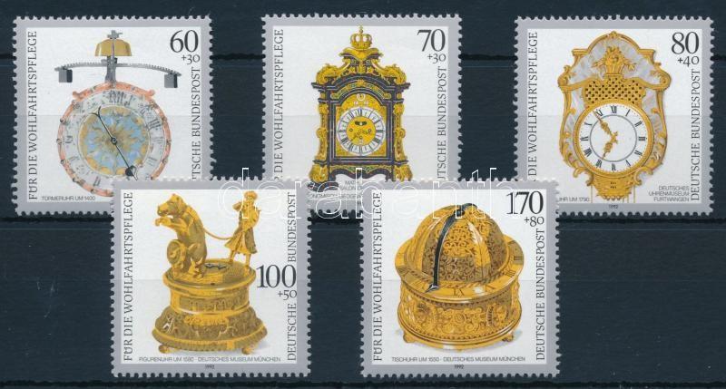 Welfare: Valuable antique clocks set, Jólét: Értékes régi órák sor
