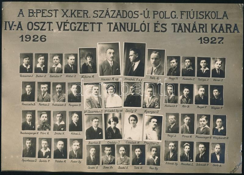 1927 Budapest, Kőbánya, a Százados úti Fiúiskola tanárai és végzett tanulói, kistabló nevesített portrékkal, sarkán törésvonal, 15,5x22 cm