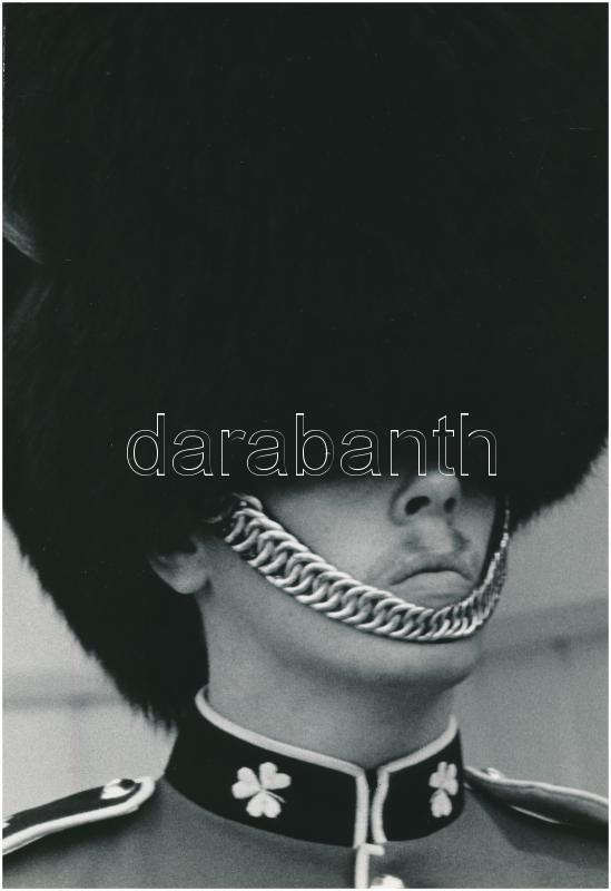 cca 1978 Mohai Miklós: A gárdista, pecséttel jelzett, vintage fotóművészeti alkotás, a magyar fotográfia avantgarde korszakából, 23x16 cm