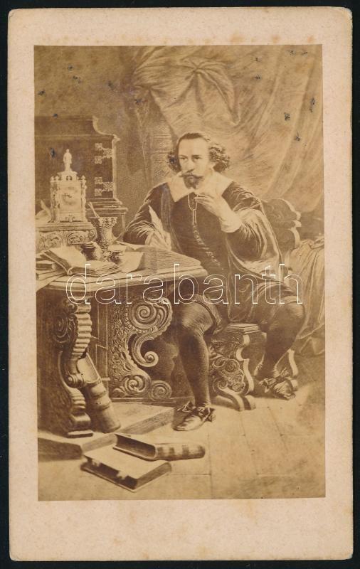 cca 1600 William Shakespeare (1564-1616) drámaíró korabeli ábrázolása, fotópapíron sokszorosítva cca 1860-ban, vizitkártya méretben, feliratozva, 10,5x6,5 cm