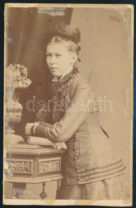 cca 1866 Divald Károly eperjesi műtermében készült, vizitkártya méretű fénykép, 9,7x6,3 cm