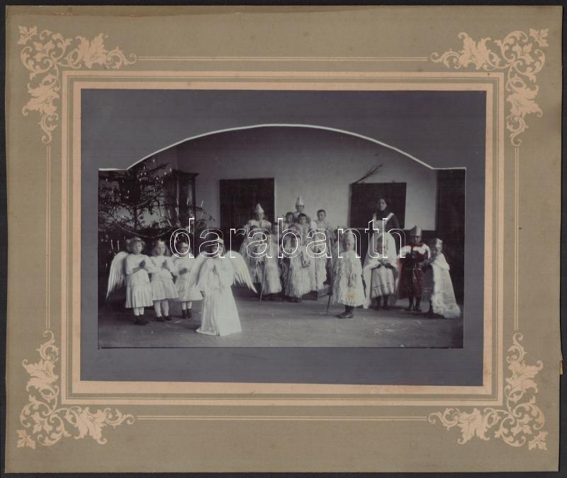 cca 1910 Óvodások betlehemes játéka, 16,5x23 cm, karton 26,5x31,5 cm
