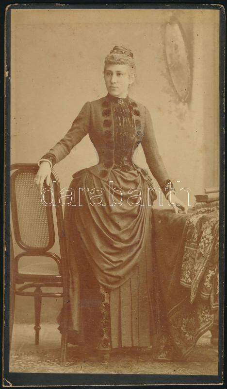 cca 1890 Budapest, Kozmata Ferenc (1864-1902) császári és királyi udvari fényképész műtermében készült, vintage fotó, hátoldalán hosszabb felirat, 19,7x11,5 cm