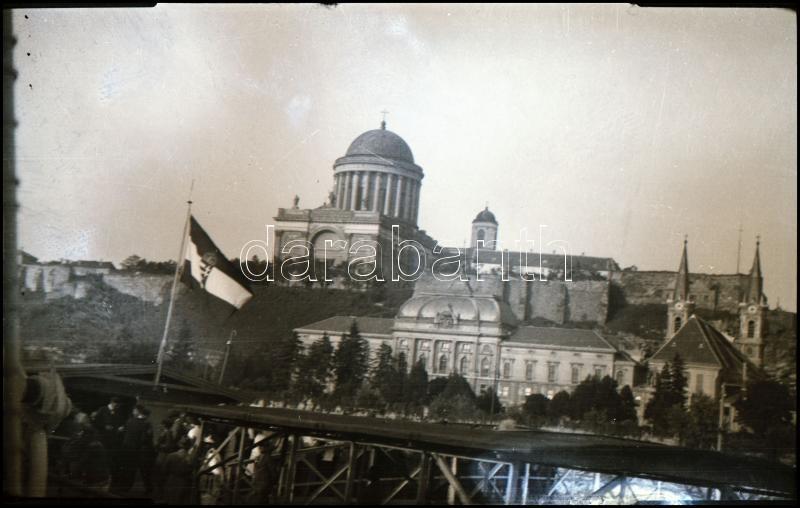 cca 1935 Kinszki Imre (1901-1945) budapesti fotóművész hagyatékából, vintage NEGATÍV (Esztergomi látkép), 6x9 cm