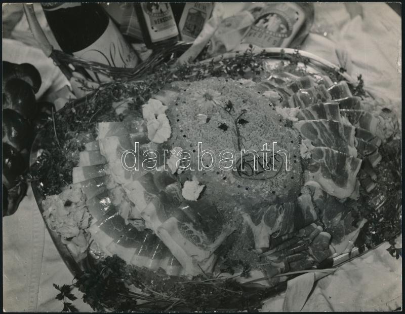 cca 1966 KÖZÉRT reklám, vintage fotó jelzés nélkül Kotnyek Antal (1921-1990) budapesti fotóriporter hagyatékából, 18x23 cm