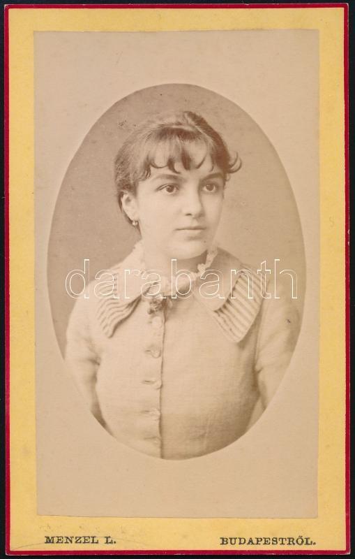 cca 1900 Budapest, Menzel Lajos fényképész műtermében készült, vizitkártya méretű vintage fotó, 10,5x6,6 cm