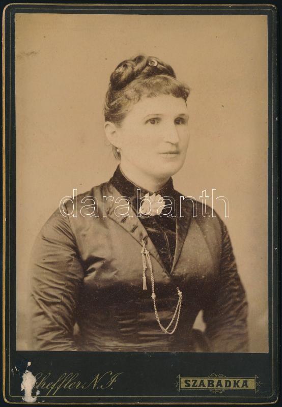 cca 1890 Szabadka, Scheffer N. J. fényképész műtermében készült, kabinetfotó méretű vintage fotó, 16,5x11,3 cm