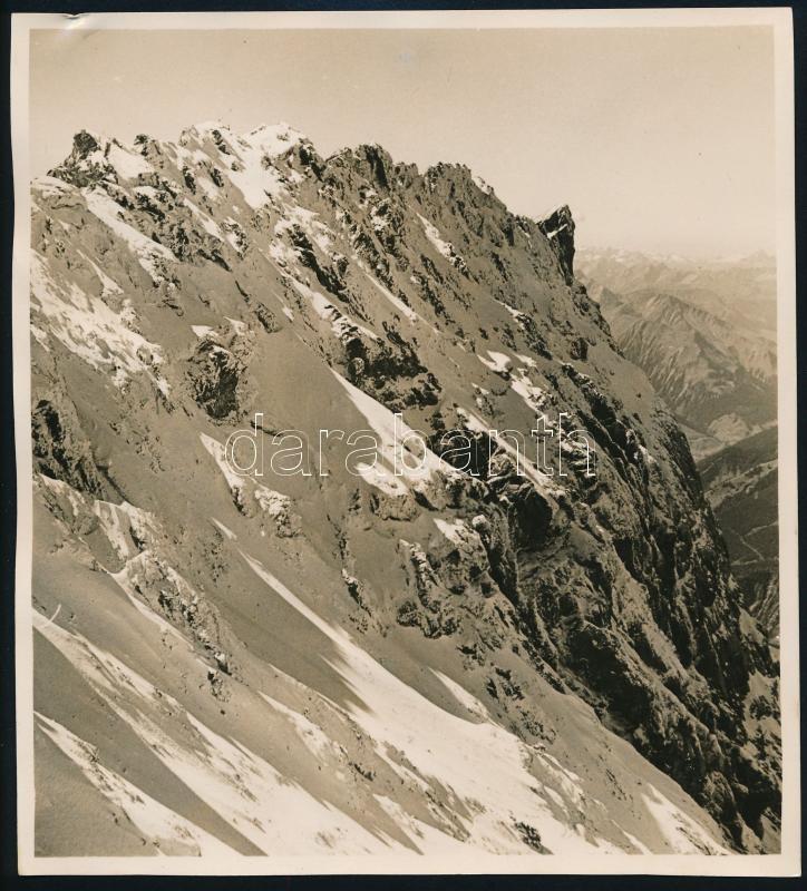 cca 1934 Thöresz Dezső (1902-1963) békéscsabai gyógyszerész és fotóművész hagyatékából vintage fotó, feliratozva, hullámos, 19,6x17,8 cm