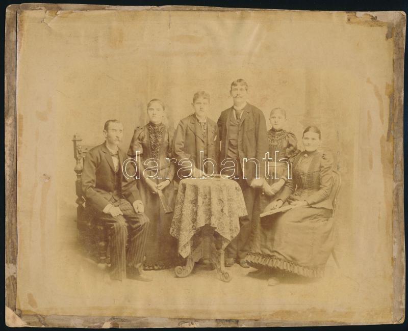 cca 1878 Családi fotó, kasírozva, 21x25,5 cm