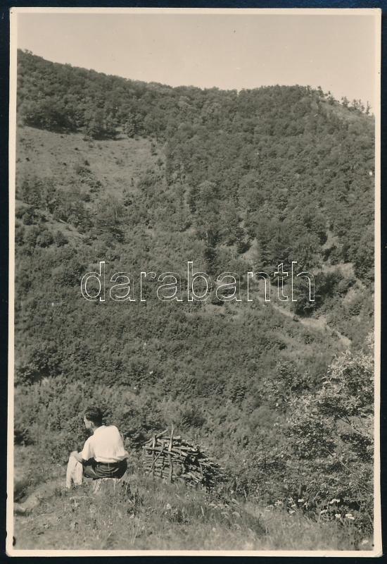 1936 Kinszki Imre (1901-1945) budapesti fotóművész hagyatékából, a szerző által feliratozott és datált vintage fotó (Lepencevölgy), 8,6x5,8 cm