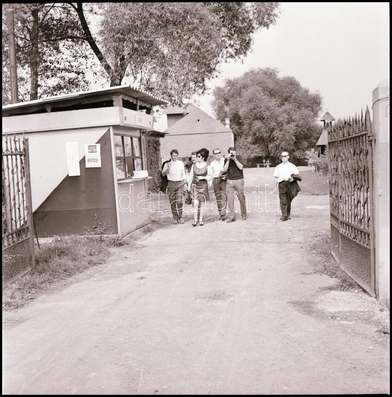 1969 Göcseji falumúzeum, Kotnyek Antal (1921-1990) budapesti fotóriporter hagyatékából 21 db vintage NEGATÍV felvétel, 6x6 cm