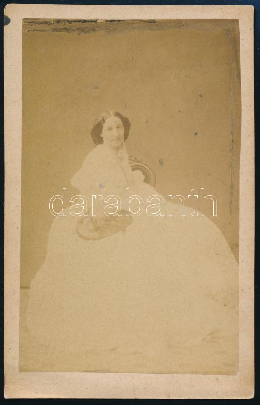 cca 1859 Bécs, Carl von Jagemann fényképészeti műtermében készült, keményhátú, vintage fénykép, vizitkártya méretben, egy ismeretlen magyar család vizitkártya albumából kiemelve, 10x6,4 cm