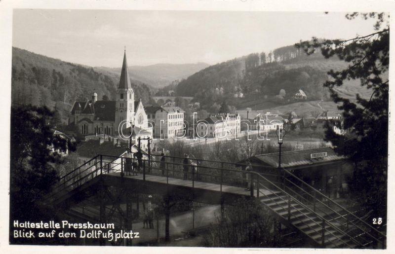Pressbaum, Dollfussplatz
