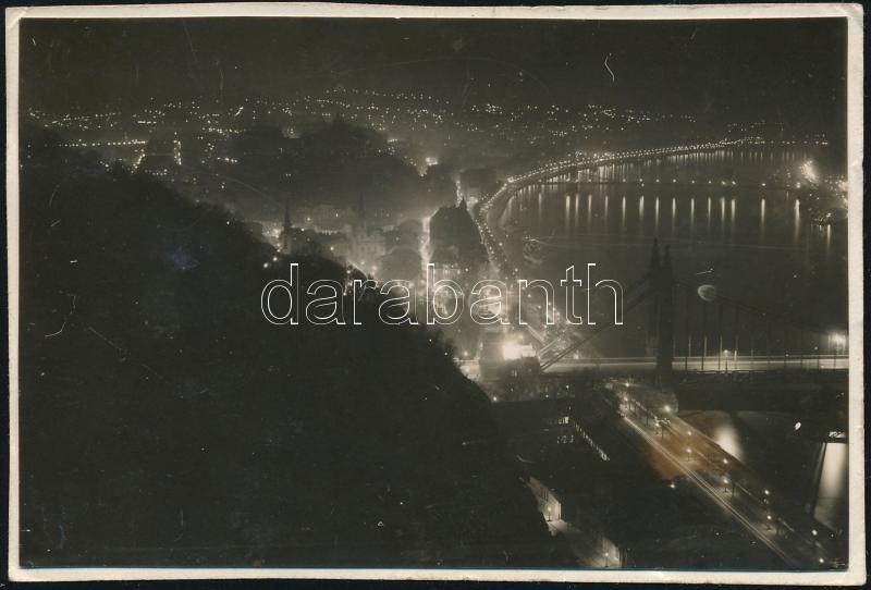 1930 Kinszki Imre (1901-1945) budapesti fotóművész hagyatékából, a szerző által datált vintage fotó (Bp. éjjel, ez a szerző 773. sz. felvétele), 6x8,7 cm
