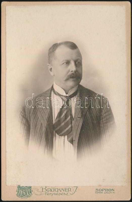 cca 1900 Sopron, Brückner J. fényképész  műtermében készült, keményhátú vintage fotó, kabinetfotó méretben, 16,4x10,4 cm