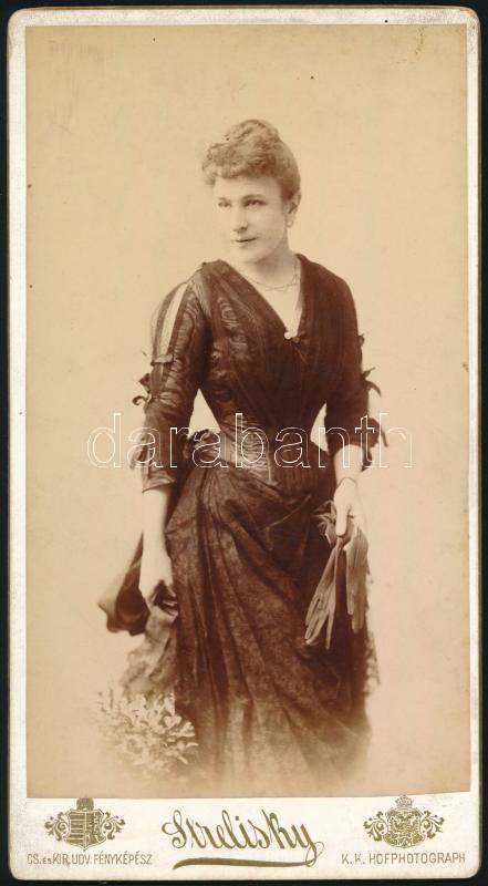 cca 1893 Budapest, Strelisky Lipót (1807-1905) császári és magyar királyi udvari fényképész műtermében készült, keményhátú, vintage fotó, 20,6x11,2 cm