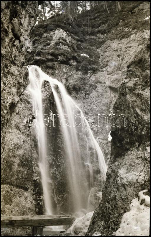 cca 1935 Thöresz Dezső (1902-1963) békéscsabai gyógyszerész és fotóművész hagyatékából, jelzés nélküli vintage NEGATÍV (Vízesés), 9x6 cm