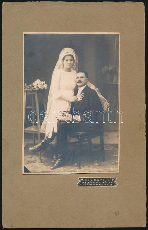 1921 Szeged, Simonyi L. fényképész által készített vintage fotó, a képen Kopasz Mihály és Vörös Teruska, a hátoldalon levő felirat szerint, 15,7x11 cm, karton 25,6x16,5 cm