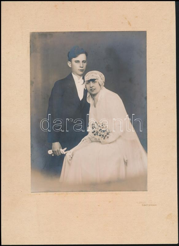 cca 1920 Esztergom, Albrecht Ferenc fényképész hidegpecsétjével jelzett, vintage fotó, 18,6x13,7 cm, karton 28,5x20,7 cm