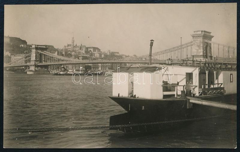 cca 1930 Kinszki Imre (1901-1945) budapesti fotóművész által feliratozott, vintage fotó a szerző hagyatékából (Bp., dunai látkép), 5x8,3 cm