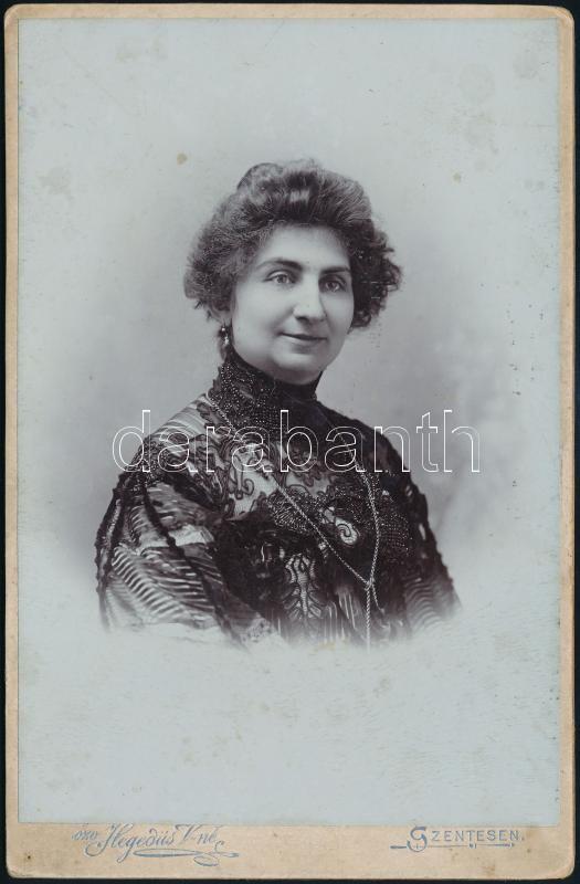 cca 1905 Szentes, özv. Hegedűs Vilmosné fényképész műtermében készült, keményhátú vintage fotó, 16,3x10,8 cm