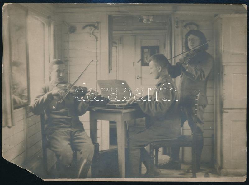 1919 Feliratozott vintage katonai fotó, a kép sarka hiányzik, 13x17,8 cm