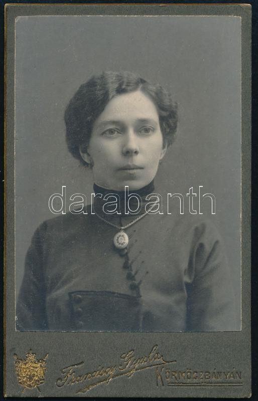 cca 1900 Körmöcbánya, Franciscy Gyula fényképész műtermében készült, keményhátú, vintage fotó, 10,8x6,8 cm