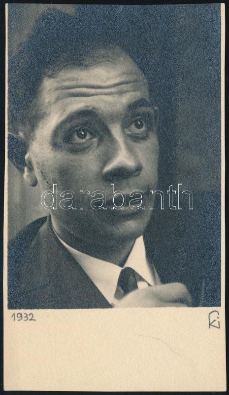 1932 Kinszki Imre (1901-1945) budapesti fotóművész hagyatékából, szignóval jelzett vintage fotó (Portré), 12,8x7,1 cm