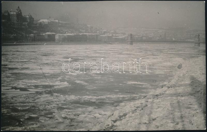 cca 1931 Kinszki Imre (1901-1945) budapesti fotóművész hagyatékából, pecséttel jelzett vintage fotó (Zajló Duna), 6,9x10,8 cm