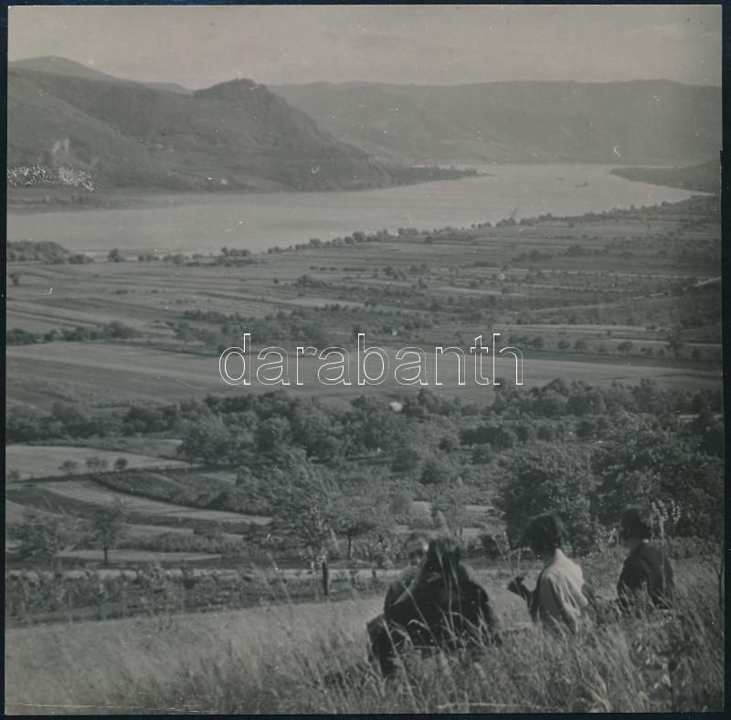 cca 1935 Kinszki Imre (1901-1945) budapesti fotóművész hagyatékából, pecséttel jelzett vintage fotó (Kilátás a Dunára), 11,9x12 cm