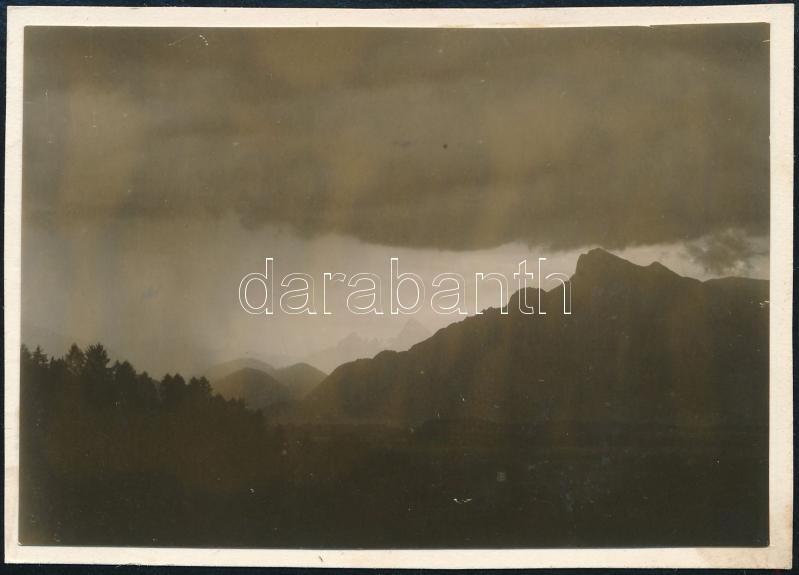 1931 Kinszki Imre (1901-1945) budapesti fotóművész hagyatékából, jelzés nélküli, de a szerző által feliratozott vintage fotó (ez a szerző 931. sz. felvétele), 6,4x8,8 cm