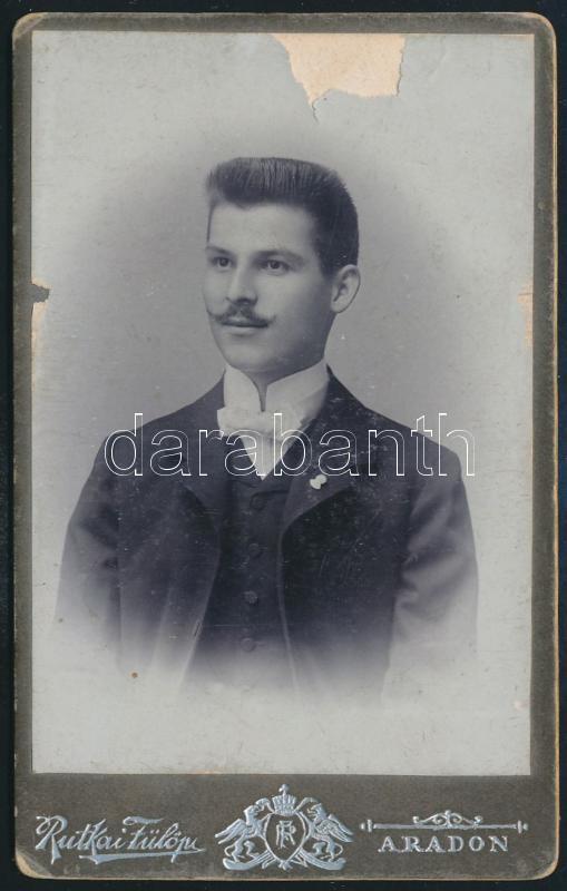 1904 Arad, Rutkai Fülöp fényképész műtermében készült, keményhátú vintage fotó, a kép felül hiányos, hátoldala feliratozott, 10,8x6,6 cm