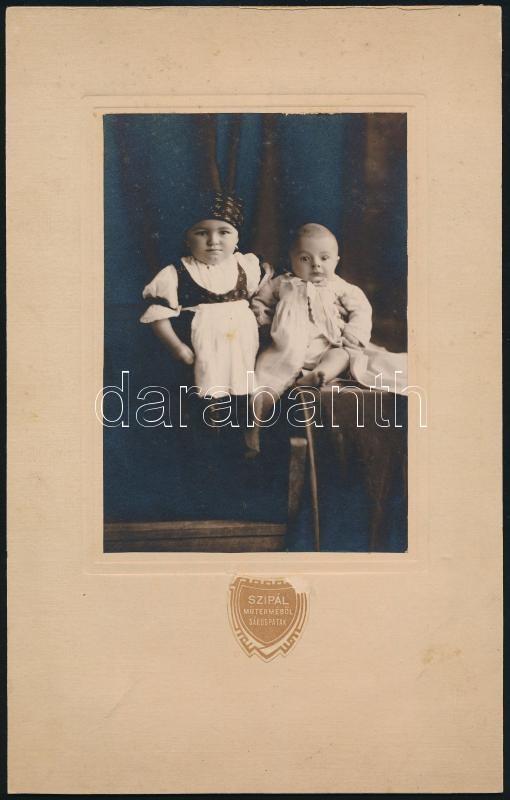 cca 1936 Sárospatak, Szipál fényképész műtermében készült vintage fotó, 14,8x10,3 cm, karton 26,8x17 cm