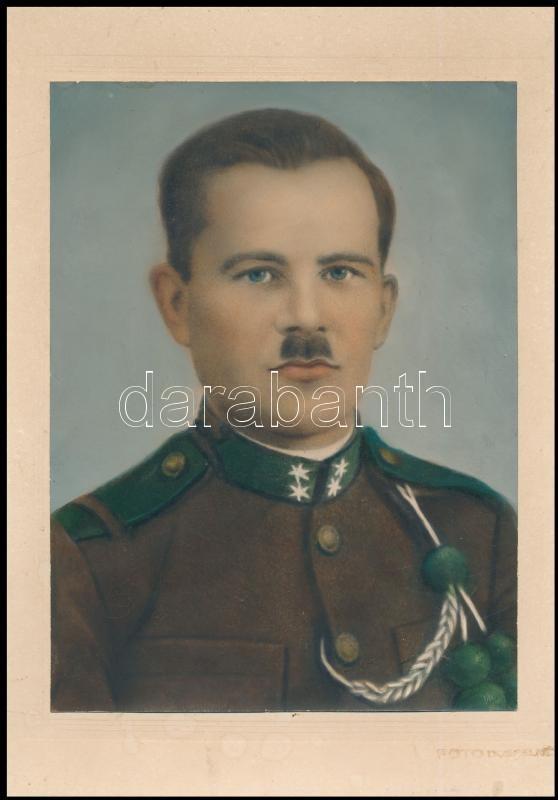 cca 1944 Kézzel színezett, katonai vintage fotó, halovány aláírással, 23,3x17,4 cm, karton 29,5x20,5 cm